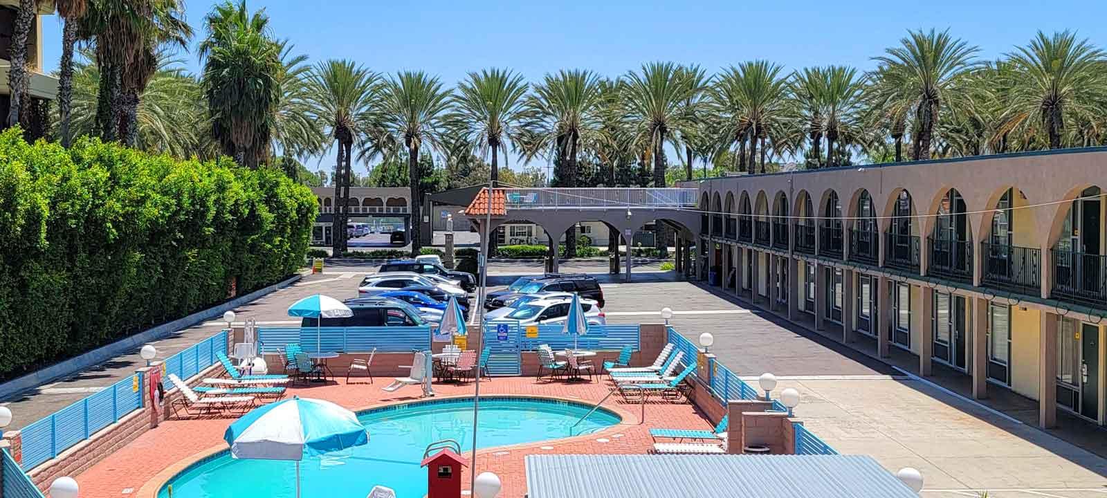 1-Kings-Inn-Anaheim-Hotel-near-Disneyland-Park-1600